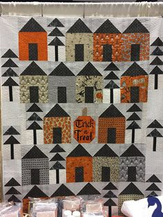 Today I went with my husband to the Pacific International Quilt Festival held in Santa Clara, CA in the San Francisco Bay Area. Halloween Quilt Patterns, House Quilt Patterns, House Quilt Block, Halloween Quilts, House Quilts, Quilt Block Patterns, Halloween Sewing, Fall Sewing, Beach Themed Quilts