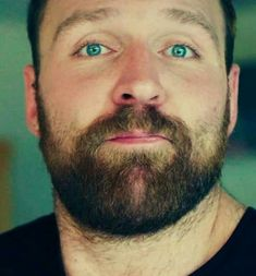 Those eyes. 😍ok I'm not his biggest fan right now but I like this picture Dean Had a Nice Blue Eyes Renee Young Wwe, Jonathan Lee, Wwe Dean Ambrose, Wrestling Stars, Wrestling Wwe, Kenny Omega, Jeff Hardy, Wrestling Superstars, Seth Rollins