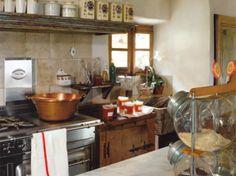 Cuisine 100% chiné / Kitchen 100% bargain-hunted : http://www.maison-deco.com/cuisine/deco-cuisine/La-cuisine-joue-la-carte-recup