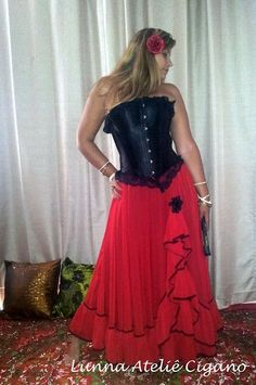 FILHOS DO VENTO: Roupas Ciganas - Saia Espanhola Pirate Dress, Saloon Girls, Belly Dance, Designer Dresses, Gypsy, Lily, Princess, Formal Dresses, Brida