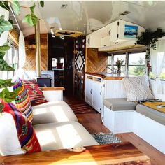 We decided early on that we wanted to keep as many windows as we could in the bus so it would feel more open and bright, the panarama views… Bus Living, Tiny House Living, Home And Living, School Bus Tiny House, School Bus Camper, Truck Camper, Bus Remodel, Converted Bus, Caravan Decor