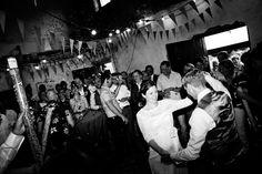 Bruidsfotografie openingsdans trouwfeest trouwfoto Brabant. Foto door Marijke Krekels Fotografie