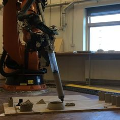 Using the 5th axis is necessary and can bring new challenges. The exploration during the robotic  and clay workshop Utzon(x) #robot #roboticarm #clay #extrusion #possibilities #workshop #robotsinarchitecture #aalborg #architecture #parametric #dome #3dprint