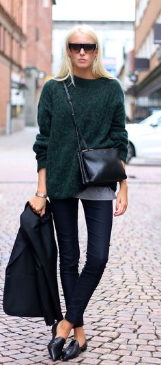 Ellen Claesson is wearing a knit top, trousers and blazer from Acne, the shoes are from Notebene and the bag and sunglasses are from Céline