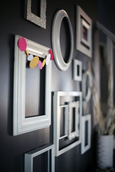 Loving these empty white frames on a charcoal wall. Contrast.  Que lindo