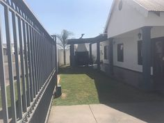 3 Bedroom Townhouse in Die Heuwel photo number 2