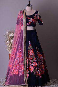 Indian Fashion Dresses, Indian Gowns Dresses, Indian Bridal Fashion, Indian Designer Outfits, Designer Dresses, New Dress Design Indian, Dress Indian Style, Indian Wear, Latest Bridal Dresses