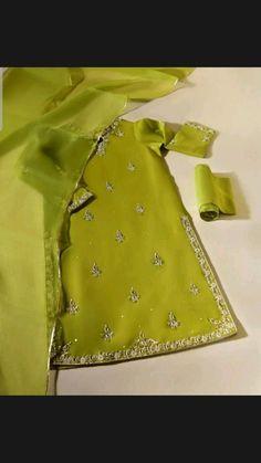 Fancy Dress Design, Stylish Dress Designs, Stylish Dresses, Simple Dresses, Beautiful Dresses, Pakistani Fashion Party Wear, Pakistani Outfits, Indian Outfits, Indian Dresses