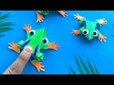 Origami jumping Frog: How to make a decorated Origami Frog that jumps high and far 🐸 - DIY-Geschenke Origami Ball, Origami Rose, Kids Origami, Origami Butterfly, Paper Crafts Origami, Useful Origami, Kids Crafts, Frog Crafts, Diy Crafts For Gifts