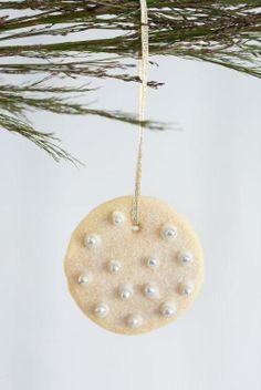 Edible Christmas Decorations via The Pretty Blog
