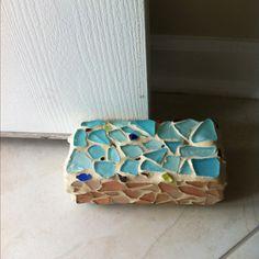 brick door stops Sea Crafts, Sea Glass Crafts, Towel Crafts, Mosaic Crafts, Mosaic Projects, Sea Glass Art, Diy Craft Projects, Mosaic Ideas, Craft Ideas
