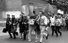 Demonstration gegen die Notstandsgesetze in Bonn im Mai 1968 Juergen/Timeline Images #60s #60er #youth #Jugend #Jugendliche #Protest #Hippie #Hippies #68er #Studentenbewegung #Rebellion #Emanzipation #Westdeutschland #Demonstration #Menschenmenge Timeline Images, Mai 68, Fairy Tales, Paris, Law, Students, Bonn, Young Adults