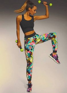 A real treat for sporty ladies, these full lenght leggins come crafted from elastic, 200 DEN fabric that - being completely breathable - are just perfect for Legging Sport, Sport Pants, Sports Leggings, Mode Des Leggings, Jogging, Lady Stockings, Camouflage Leggings, Figure Reference, Workout Attire