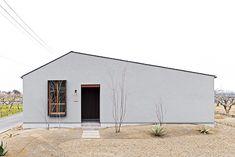 造作家具にこだわったお店のような平屋のお家 I様邸 | 【公式】チェックハウス Exterior Design, Interior And Exterior, Cafe Design, House Design, My Building, Facade House, Home Studio, My Dream Home, Home Remodeling