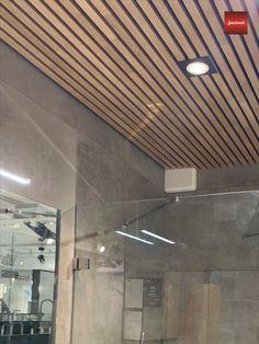 Jønland Spileplater Leveres i hvitpigmentert furu, brunpigmentert furu, svartlakkert furu, lakkert osp, lakkert eik og hvitpigmentert eik. Enkel montering av spiletak og spilevegger. Leveres i formatet 60 x 240 cm. Kan enkelt kappes og klyves under montering. Ingen synlige festepunkter og spikermerker på spilene. Lekker måte å oppgradere vegg eller tak. Fint å monteres utenpå eksisterende vegg/tak. Hallway Designs, Next At Home, Track Lighting, Bathrooms, Room Decor, Ceiling Lights, Architecture, Awesome, Interior