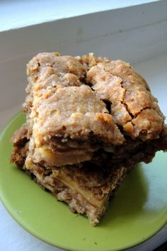 Fall Apple Oatmeal Bars. healthy toddler meal. serve with small fruit smoothie or yogurt.