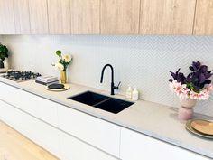 The Norsu kitchen reno achieves chic on a budget Family Kitchen, Kitchen Reno, New Kitchen, Kitchen Remodelling, White Kitchen Sink, Kitchen Sinks, Updated Kitchen, Modern Kitchen Design, Interior Design Kitchen