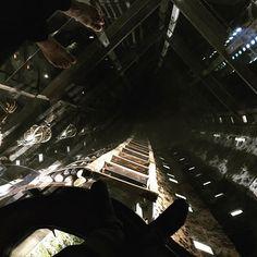 Un salto nel vuoto... della mente... #architectaroundtheworld #labiennaledivenezia #labiennaledivenezia2019 #biennalearte2019 #venice #venezia #arsenale #yinxiuzhen #art #arte #contemporaryart #riusocreativo #inquietudine Audio, Concert, Art, Concerts