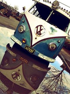 VW Bus reflection blue and white roof rack Vespa, Vw Caravan, Bus Camper, T3 Vw, Volkswagen Bus, Honda Shadow, My Dream Car, Dream Cars, Vans Vw