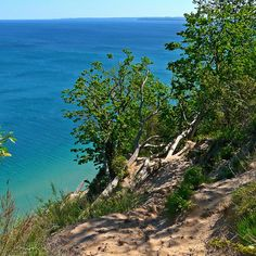 These 12 incredible hiking spots in Michigan are out of this world! Hiking Spots, Camping Spots, Hiking Trails, Beach Camping, Michigan Vacations, Michigan Travel, Best Places To Camp, Places To Go, Camping World Locations
