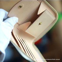 wallet / 財布  #leather #leathercraft #leatherwork #leathergoods #handmade #Bespoke #AdmaioraDesignare #ordermade #handstitch #handsewn #wallet #アドマイオーラデジナーレ#財布 #セレクトショップ #オーダーメイド #パターンオーダー #二つ折り財布 #OEM #別注 #wallet