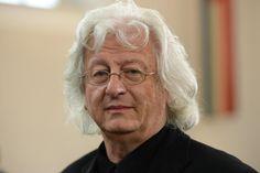 Der ungarische Schriftsteller Péter Esterházy ist im Alter von 66 Jahren gestorben. Dies berichtet die ungarische Nachrichtenagentur MTI unter Berufung auf die Familie und den Verlag des Autors.