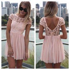 Vestido corto con Encaje de color #moda clásica #vestido delicado y de moda
