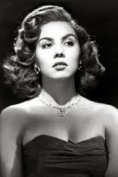 Lilia Prado March 1928 – 22 May a Mexican actress and dancer. Old Hollywood Glamour, Hollywood Actor, Vintage Glamour, Vintage Hollywood, Vintage Beauty, Classic Hollywood, Hollywood Heroines, Prado, Mexican Actress