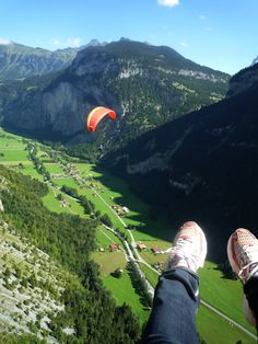 Wow! I want to go paragliding in Switzerland! This goes on my bucket list for sure.