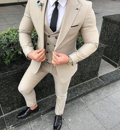 Worry no more my man! Because we've got the most Stylish Wedding Suit Styles For Nigerian Men which you could choose from the best naija men wedding suits styles of Best Suits For Men, Cool Suits, Suit For Men, White Suits For Men, Suit And Tie, Mens Fashion Suits, Mens Suits, Men's Fashion, Fashion Ideas