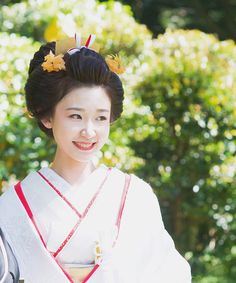 Japanese Geisha, Japanese Beauty, Japanese Kimono, Wedding Kimono, Japanese Characters, Kimono Fashion, Asian Style, Bridal Makeup, Asian Fashion
