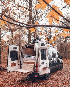 A couple's van life with a tailgate loveseat at the VW Crafter tag Couple's Van Life with a Tailgate Loveseat on their DIY VW Crafter Conversion - Creative Vans Bus Life, Camper Life, Trailers Camping, Travel Trailers, Travel Camper, Van Travel, Camper Trailers, Kombi Home, Bmw Autos