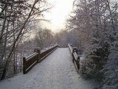'Brücke im Schnee' von hamburgart bei artflakes.com als Poster oder Kunstdruck $22.17