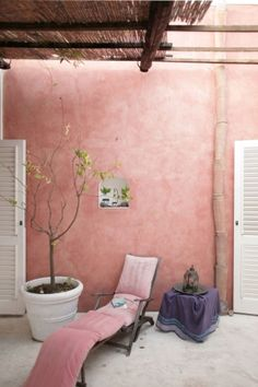 Dusty pink painted house - Stucco - Desert home - Girly bohemian - Gracefully aged architecture