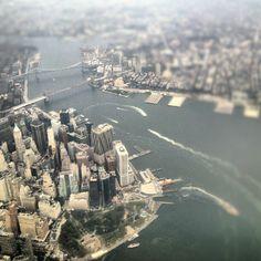 "@saralbert03's photo: ""New York welcomes you! #ciutat #city #avió #plane #riu #river #edificis #buildings #gratacels #skyscrapers #pont #bridge #manhattan #batterypark #brooklin #brooklinbridge #newyork #newyorkcity #nyc #igersnewyork #igersny #igersnyc #usa"""