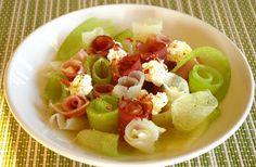 zadanie - gotowanie: Sałatka z melona i szynki.