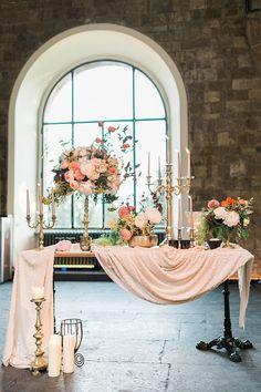 Italian wedding themes, Wedding table decorations diy, Wedding entrance table, W. Wedding Entrance Table, Wedding Table Decorations, Gold Wedding Colors, Wedding Flowers, Italian Wedding Themes, Wedding Ideias, Star Wedding, Fall Wedding, Wedding Order