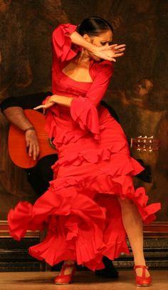 I love to dance in spanish