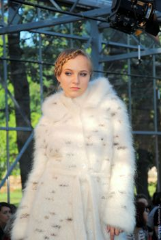 Wool Coat, Fur Coat, Gros Pull Mohair, Angora Sweater, Thick Sweaters, White Cardigan, White Fur, Mantel, Cool Pictures