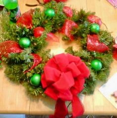 red/green christmas wreath