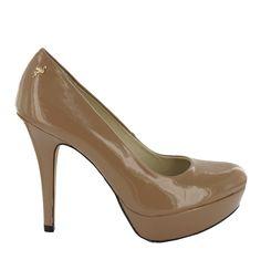Zapato Salón en Camel con plataforma. Un modelo básico y cómodo. Ref.6246 //Patent leather platform high heel in Camel. A basic and comfortable model. Ref.6246