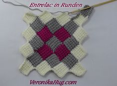 Entrelac is a knitting technique that creates a diamond pattern that is easier to do than you think. Tunisian Crochet Stitches, Crochet Shell Stitch, Afghan Crochet Patterns, Knitting Patterns, Stitch Ears, Honeycomb Stitch, Crochet Fabric, Manta Crochet, Crochet Videos