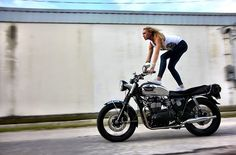 Diggin' #leticiacline on the #dimecitycycles #triumph custom build, #thegent !!!