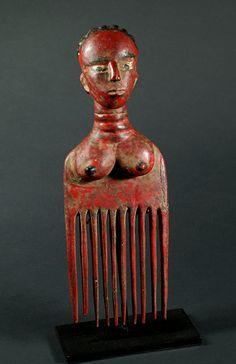 Peigne colonial, femme rouge