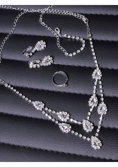 Classic and Elegant Pendant NeckLace with Beautiful Earrings and Delicate Ring New Arrival Bridal/Wedding/Evening Party Jewelry Set