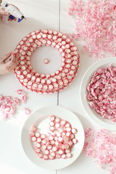 DIY: Peppermint Wreath Tutorial - good project to get the kids to help with.