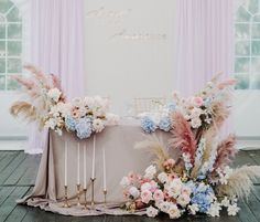 Wedding Flower Arrangements, Flower Centerpieces, Flower Decorations, Floral Arrangements, Wedding Flowers, Wedding Decorations, Head Table Wedding, Bridal Table, Wedding Chairs