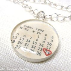 Personalised Calendar, Custom Calendar, Resin Jewelry, Jewelry Crafts, Handmade Jewelry, Copper Jewelry, Diy Schmuck, Schmuck Design, Uv Resin