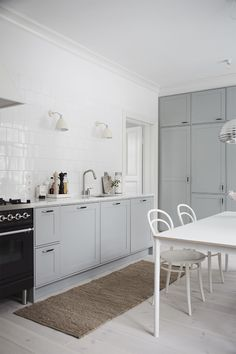 Airy kitchen with grey units