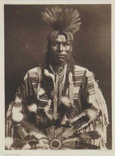 Edward S. Curtis - A Piegan Dandy, 1900